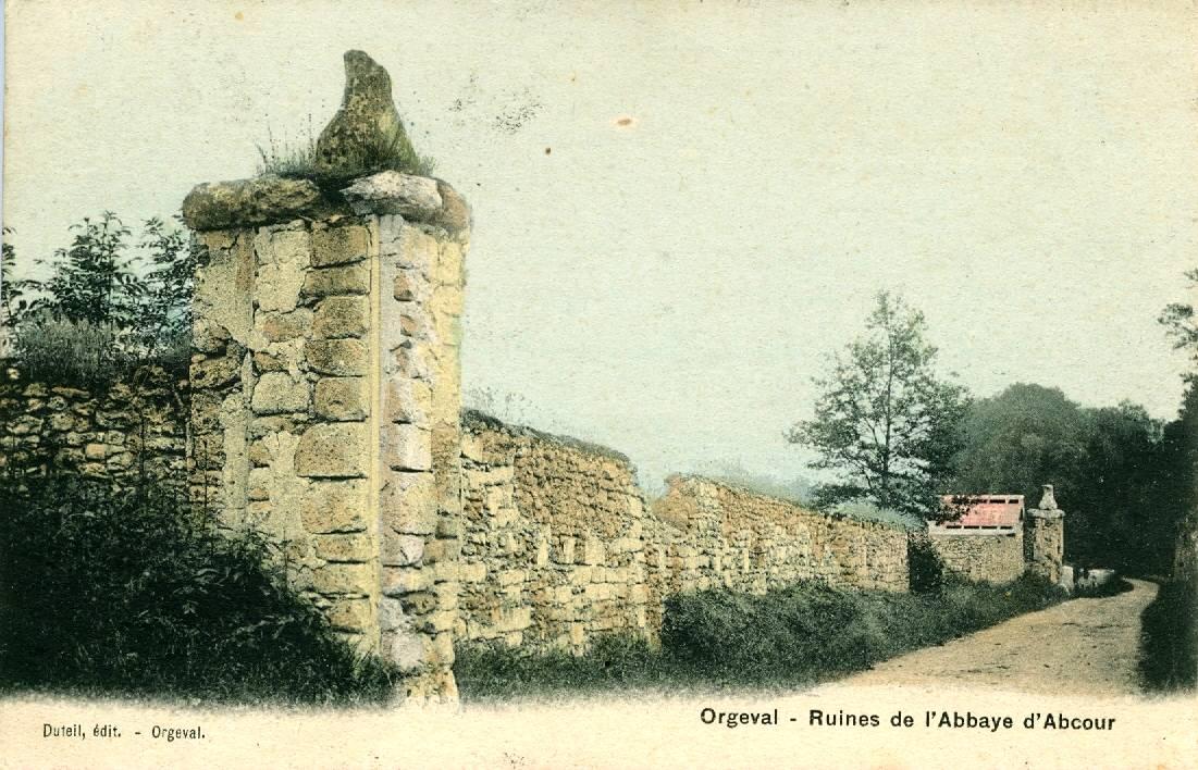 Piliers et mur de l'abbaye d'Abbecourt