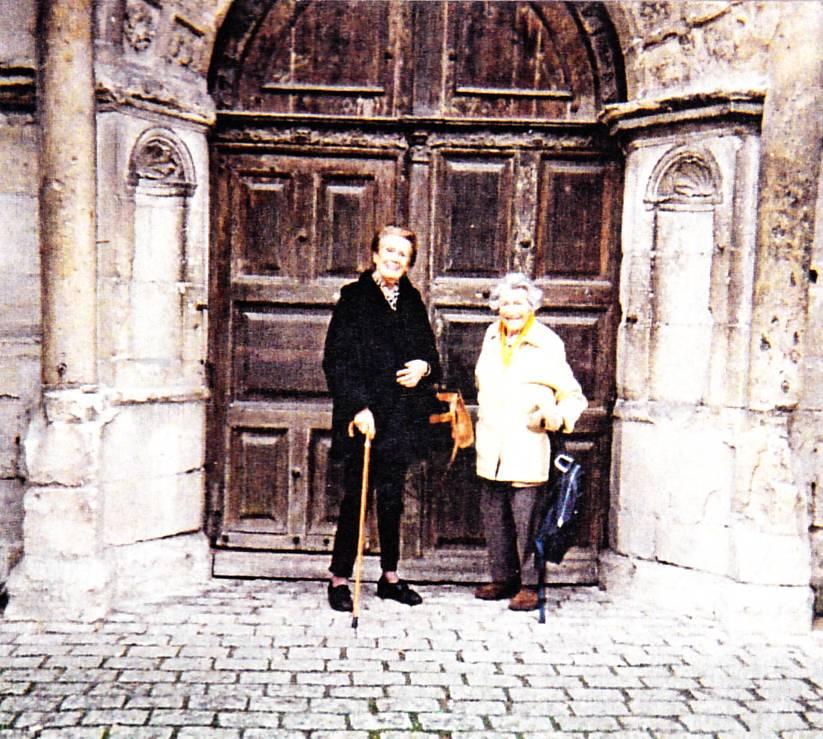 Anne de Jarente, en visite à Orgeval avec sa cousine.
