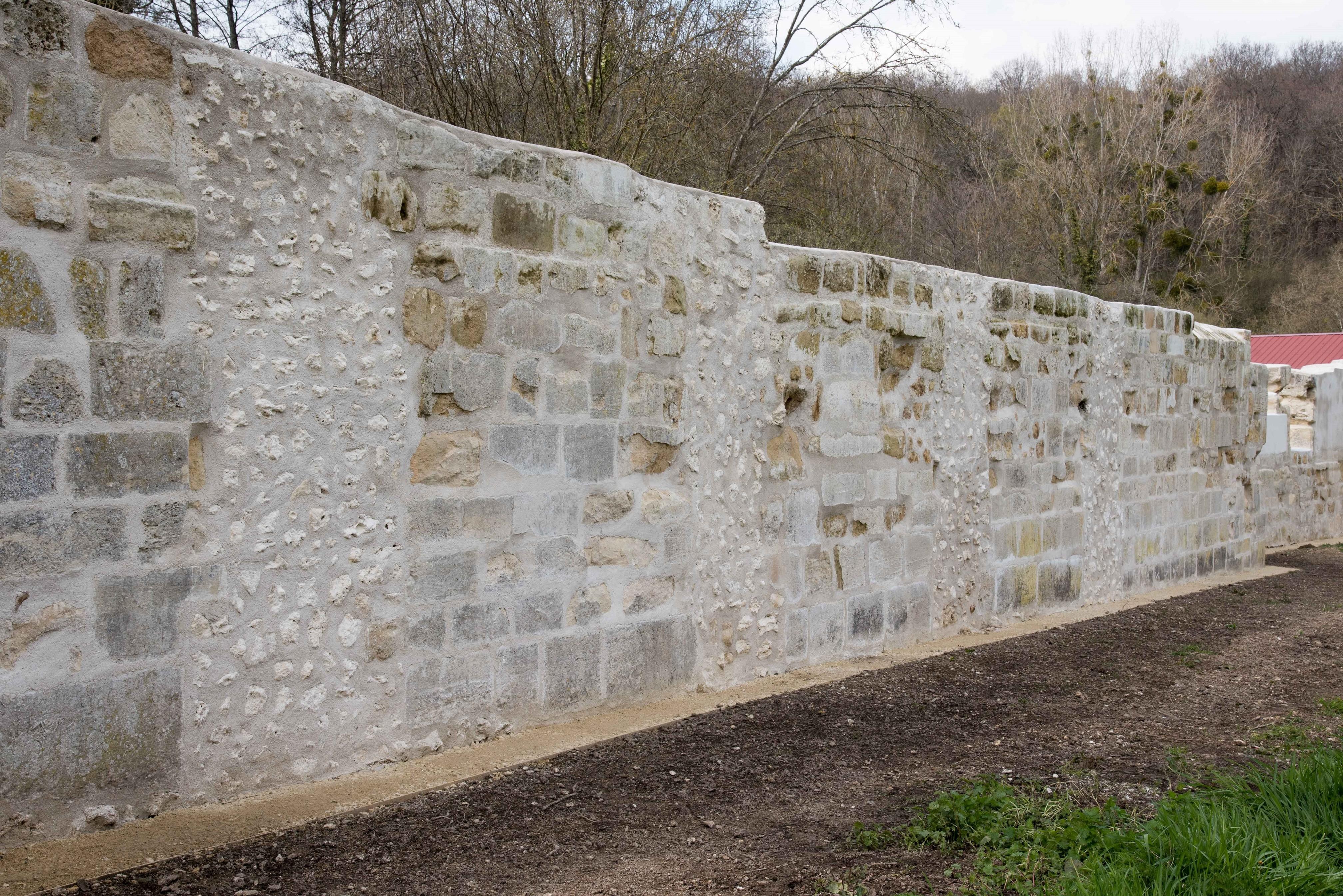 Le mur côté prés