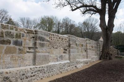 Le mur, l'intérieur de l'abbatiale